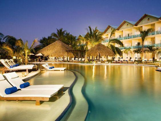 Доминикана славится не только белоснежными пляжами и морем цвета коробочек от Тиффани, но и замечательными отелями. Это настоящие города, выстроившиеся вдоль морского и океанского побережья. Все большие отели работают по системе all inclusive, «всё включено». Отель Breatless Punta Cana, регион Пунта-Кана-Баваро https://www.jmbelizetravel.com/punta-cana.html  Хуан Долио и Бока Чика — в этих зонах расположены самые недорогие …