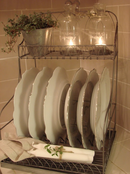 Rustic and romantic plates lit cloches in dish rack. & 6363 best Shabby Chic images on Pinterest | Shabby chic decor ...