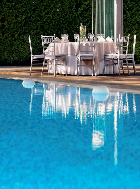 Five Elements - Η πισίνα γίνεται έµπνευση για υπέροχες γωνιές που θα δώσουν στυλ και λάµψη στην εκδήλωσή σας