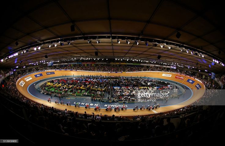 A general view as the field make their way around the track in the Women's Points Race during Day Four of the UCI Track Cycling World Championships at Lee Valley Velopark Velodrome on March 5, 2016 in London, England. #TWC2016 #rm_112