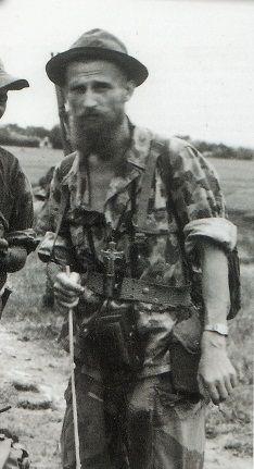 Le Père CHEVALIER aumônier des Parachutistes et de la Légion en Indochine