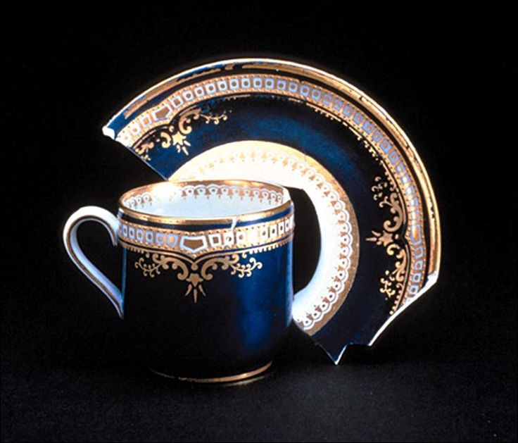 Broken Spode china set from the Titanic.. Too bad it's broken, because this is so gorgeous!