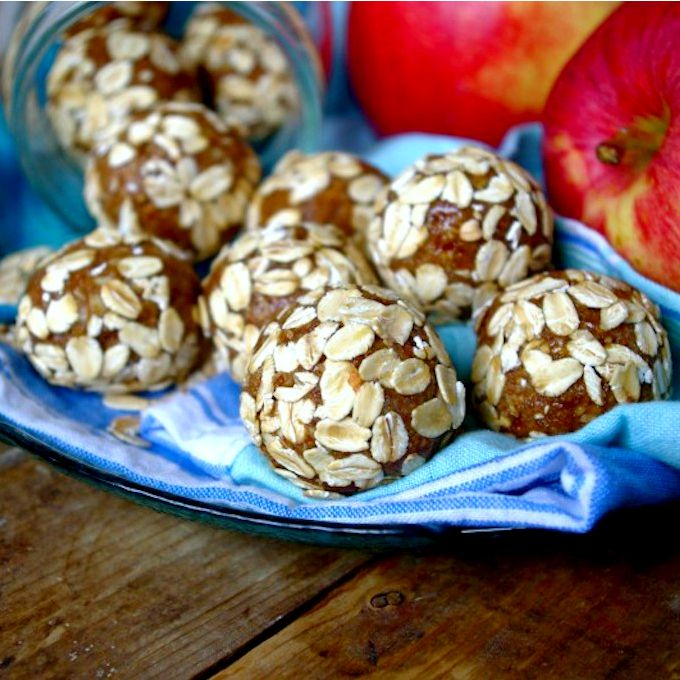 Apple Pie & Almond Butter Energy Balls via Nutritionist in the Kitch