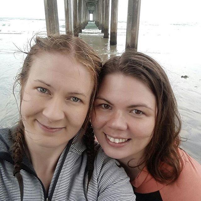 Meren runtelemat Hoot ja surffinjälkeinen olotila. Aallot osui tällä kertaa paremmin, vältettiin pahimmat pesukonekäsittelyt ja saatiin kumpikin hyviä aaltoja! 🏄🏄 #doublehs #lajolla #aimitenniinnäytetäänräjähtäneiltä #olikivaa #lajollalocals #sandiegoconnection #sdlocals - posted by Hilla Honkanen  https://www.instagram.com/hilla.h. See more post on La Jolla at http://LaJollaLocals.com