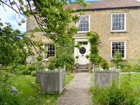 Detached grade 2 listed Georgian farmhouse