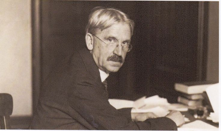 John Dewey (1859 — 1952) foi um filósofo, pedagogo e pedagogista norte-americano. O expoente máximo da escola progressiva norte-americana. John Dewey é reconhecido como um dos fundadores da escola filosófica de Pragmatismo (juntamente com Charles Sanders Peirce e William James), e pioneiro em psicologia funcional