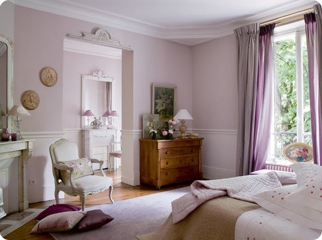 precious pink bedroom...I could sleep here.  :D