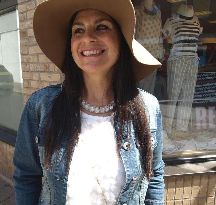 """Heeej! Olivia Palermo är en fantastisk fashionista och jag bara älskar hennes stil. Att göra en """"look alike"""" är en utmaning. Jag är 50+, kort och kurvig. Hon är inget av det. Jag har på…"""