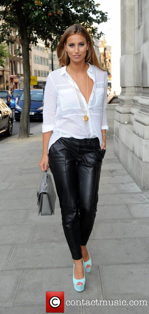Ferne McCann at #LondonFashionWeek #Fashion #StreetFashion