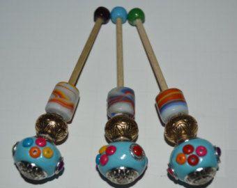 Originales bolillos realizados con bolas de bisuteria