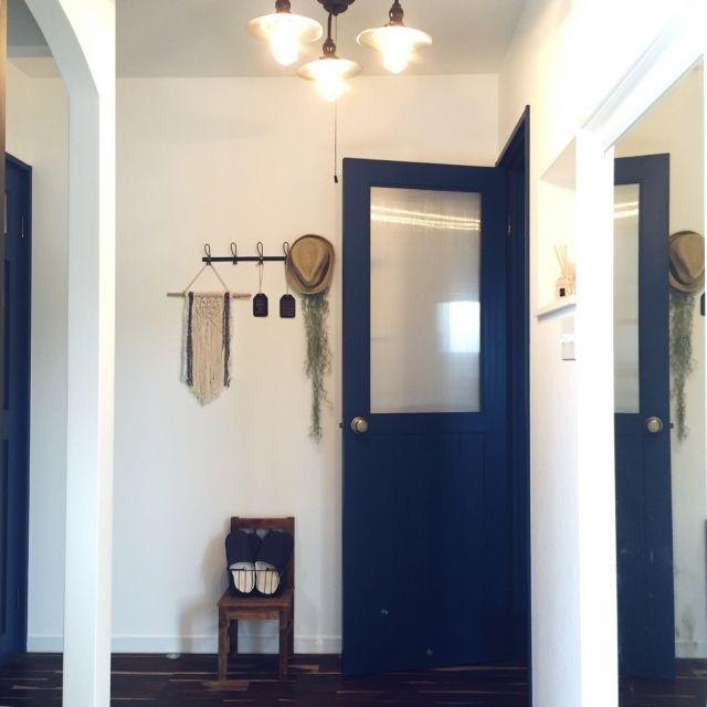 aoao723さんの、玄関/入り口,IKEA,イケア,タペストリー,姿見,玄関ホール,いなざうるす屋さん,造作ドア,niko and… ,アーチ壁,AWESOME STORE,ブルーのドア,しただけ,のお部屋写真