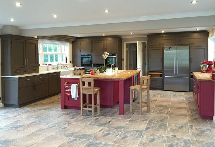 A Hallwood Furniture kitchen. The bold colour choices made by our customer are a perfect match!