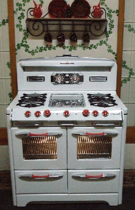 vintage stove! They need to re-create this, make it energy efficient, and not too expensive! Love!! :)