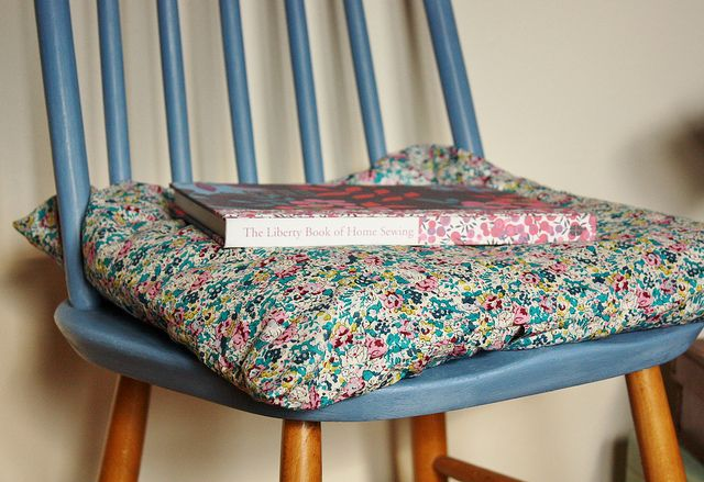 #LibertyPrint cushion and the Liberty Book of Home Sewing - a match made in heaven #SewLiberty