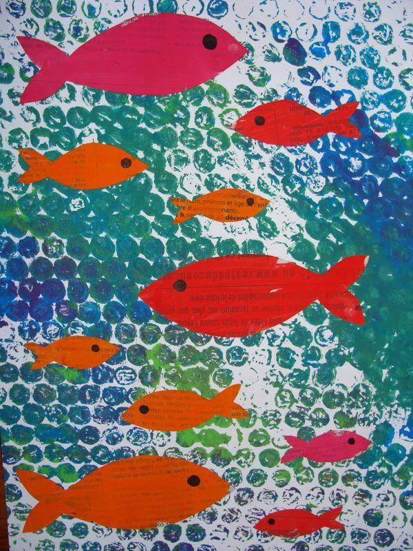 papier à bulles, peinture et poissons découpés . Idée à retenir pour activité fond sous marin.