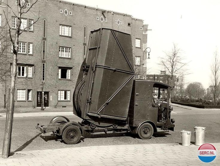 Vuilniswagen. Heb ik nog gezien toen we op de Amstelveenseweg woonden. Hobbemakade Amsterdam (jaartal: 1945 tot 1950) - Foto's SERC