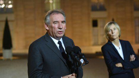 VIDÉO - Le secrétaire général du parti les Républicains a demandé mardi au Premier ministre d'exiger le départ des deux ministres soupçonnés dans l'affaire des emplois fictifs au MoDem.