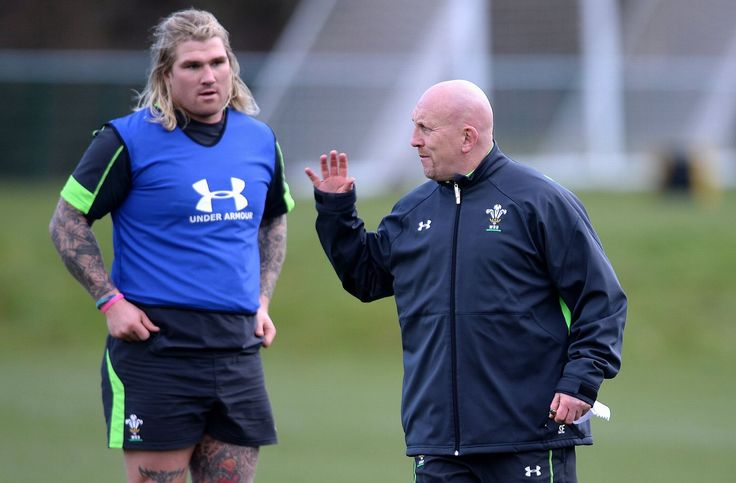 The sun came out later in the session and Shaun Edwards and Richard Hibbard looked happy