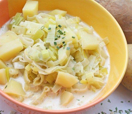Суп картофельный с луком-пореем и кислым молоком