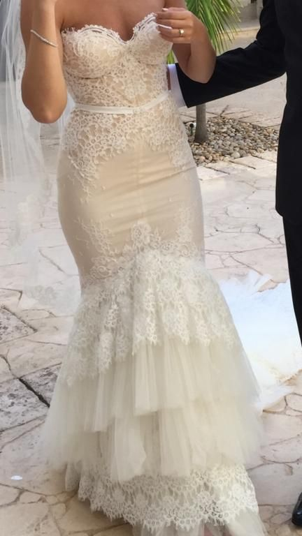 Inbal Dror VIP 12-5 : buy this dress for a fraction of the salon price on PreOwnedWeddingDresses.com