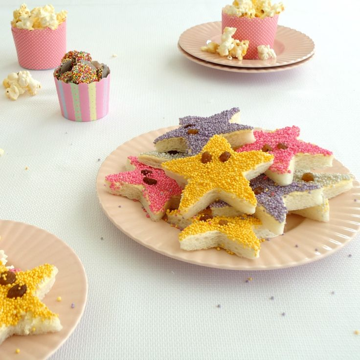 Need some school holiday inspiration? Try making these Starfish Fairy Bread by toffe with the kids.