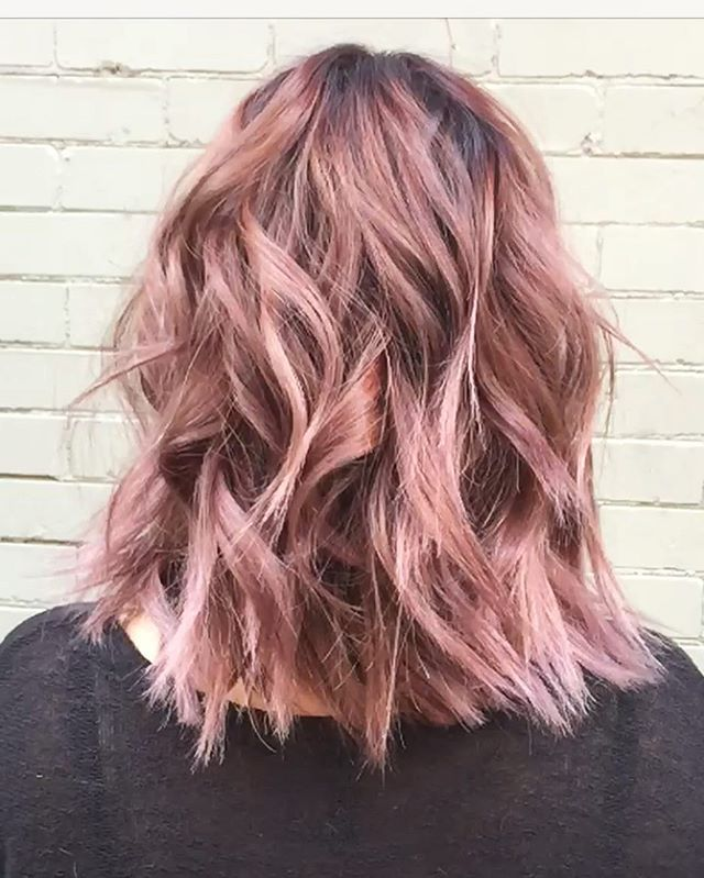 Pin for Later: Rose Gold Sera la Couleur de Cheveux la Plus Cool de l'Année moodboard trends 2017 spring printemps cheveux hair rose pink pastels fun funny femme women wavy
