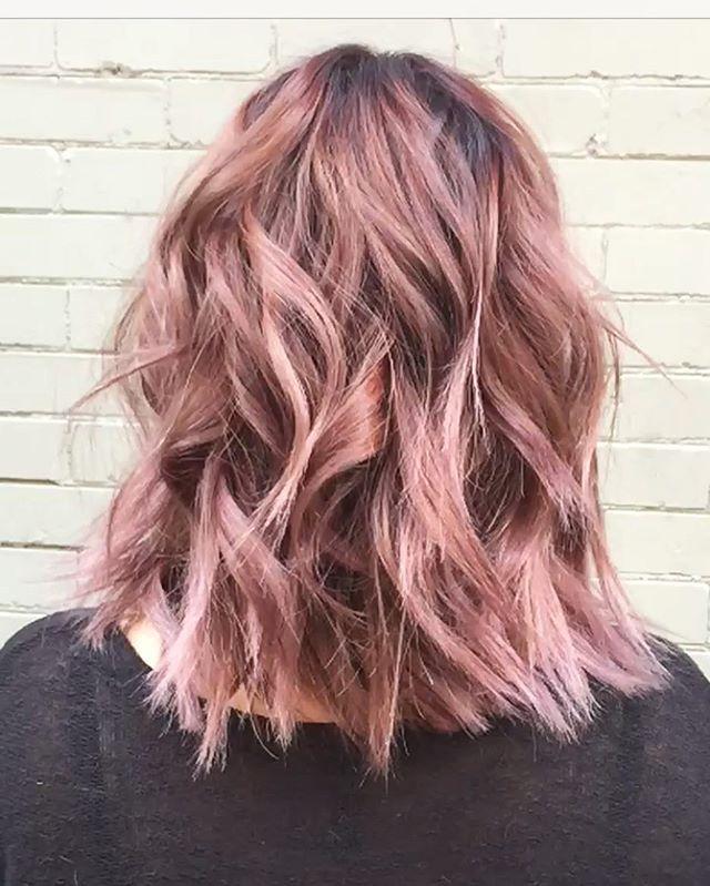 Pin for Later: Rose Gold Sera la Couleur de Cheveux la Plus Cool de l'Année moodboard trends 2017 spring printemps cheveux hair rose pink pastels fun funny femme women wavy
