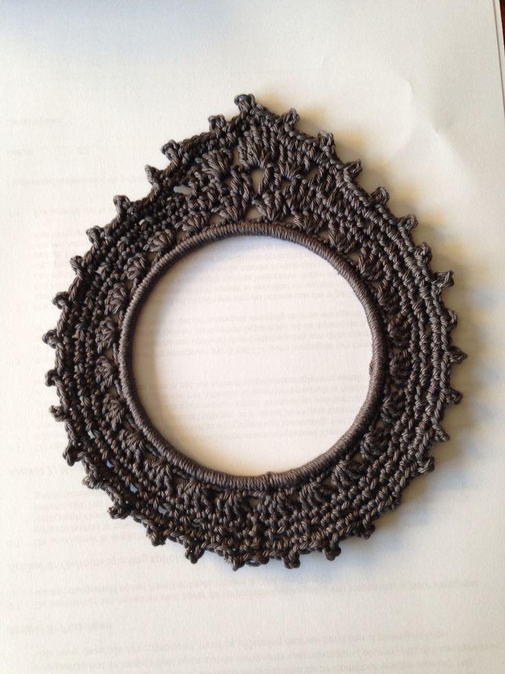 Gehaakt fotolijstje met een ring van 12 cm. Eigen ontwerp
