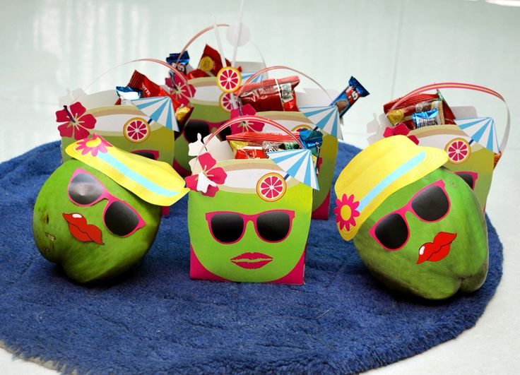 Serve your guests these beautifully decorated coconut water in your kitty......this will make your party talk of the town....and gift them these coconut theme goodie bags or favor bags as return gift,