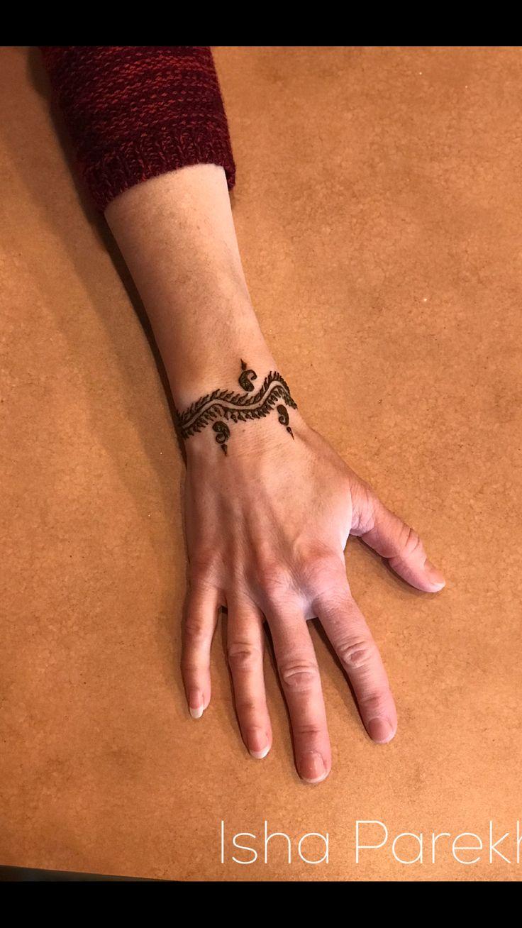 Henna Bracelet design by Isha Gandhi-Parekh For inquiries email: isha@ideveventcompany.com  #henna #hennaart #hennadesign #hennadesignsforhands #mehendi #mehndi #mehendiartist #mehendidesign #mendhi #hennaartistinkansascity #hennaartistinkansas #hennaartistinkc #kansashenna #kansashennaartist #missourihenna #missourihennaartist #hennatattooartist #indiahenna #ideveventcompany #hennabracelet