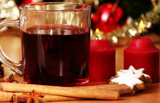What better to warm your hands and soul with a good glass of hot #Vin #Brulé? #Christmas evenings are perfect to taste along with delicious cinnamon biscuits.