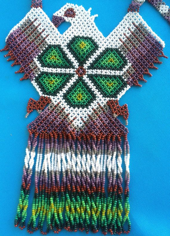 Mexican Huichol White Eagle and Green Peyote Necklace por Aramara