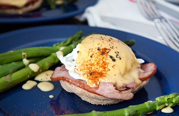 277-Calorie Eggs Benedict - trying finding a restaurant version this low in calories! #brunch