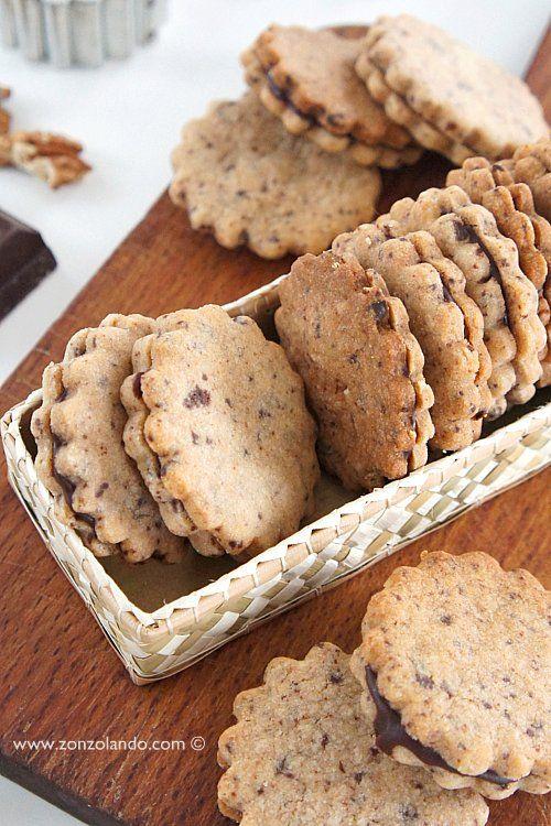 Biscotti alle noci con caramello al cioccolato - Walnut and chocolate cookies | From Zonzolando.com
