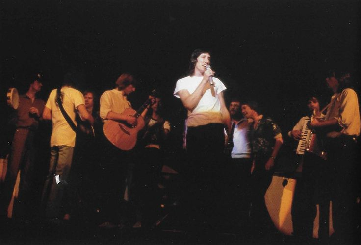 """Performance of The Wall featuring Pink Floyd and musicians Willie Wilson, Andy Bown, Peter Wood, and Snowy White, USA, 1980. Photograph by Bob Jenkins. """" """""""