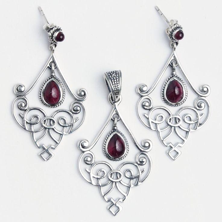 Set cercei și pandantiv candelabru Karimnagar, argint și granată, India  #metaphora #jewellery #jewelryset #silver #earrings #granate #india