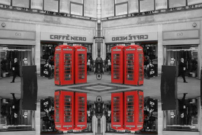赤い公衆電話ボックス:ロンドン・トラファルガー広場近く | 2014年4月8日