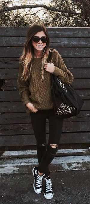 Like the black converse, loose sweater, black pants and big chunky bag together