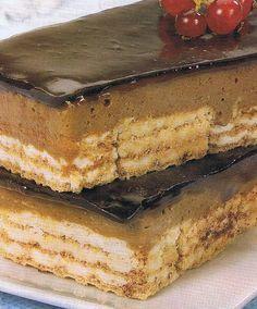 Ingredientes: 4 folhas de gelatina; 1 pudim de caramelo; 100 grs de chocolate em tablete para culinária; 200 grs de bolachas de bauni...