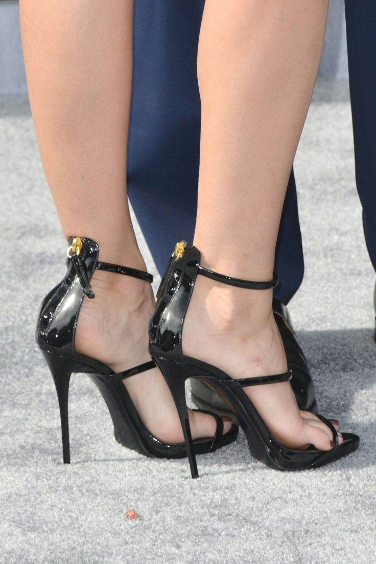 Beth Behrs - Feet of Stars