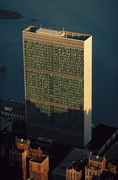 - Le Secrétariat des Nations Unies (ONU), Turtle Bay, Manhattan, New York, États-Unis.