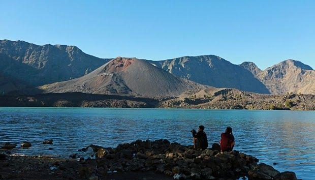 13 Gambar Pemandangan Gunung Rinjani Kenapa Para Pendaki Menyebut Gunung Rinjani Bintang Lima Download Berjalan D Di 2020 Pemandangan Pulau Lombok Taman Nasional