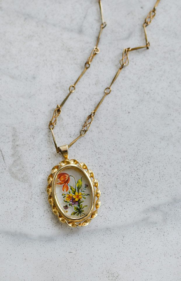 vintage 1980s long necklace with floral pendant