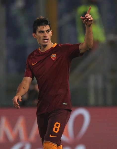 Diego Perotti of AS Roma celebrates after scoring the team's third goal from penalty spot during the Serie A match between AS Roma and Pescara Calcio at Stadio Olimpico on November 27, 2016 in Rome, Italy.