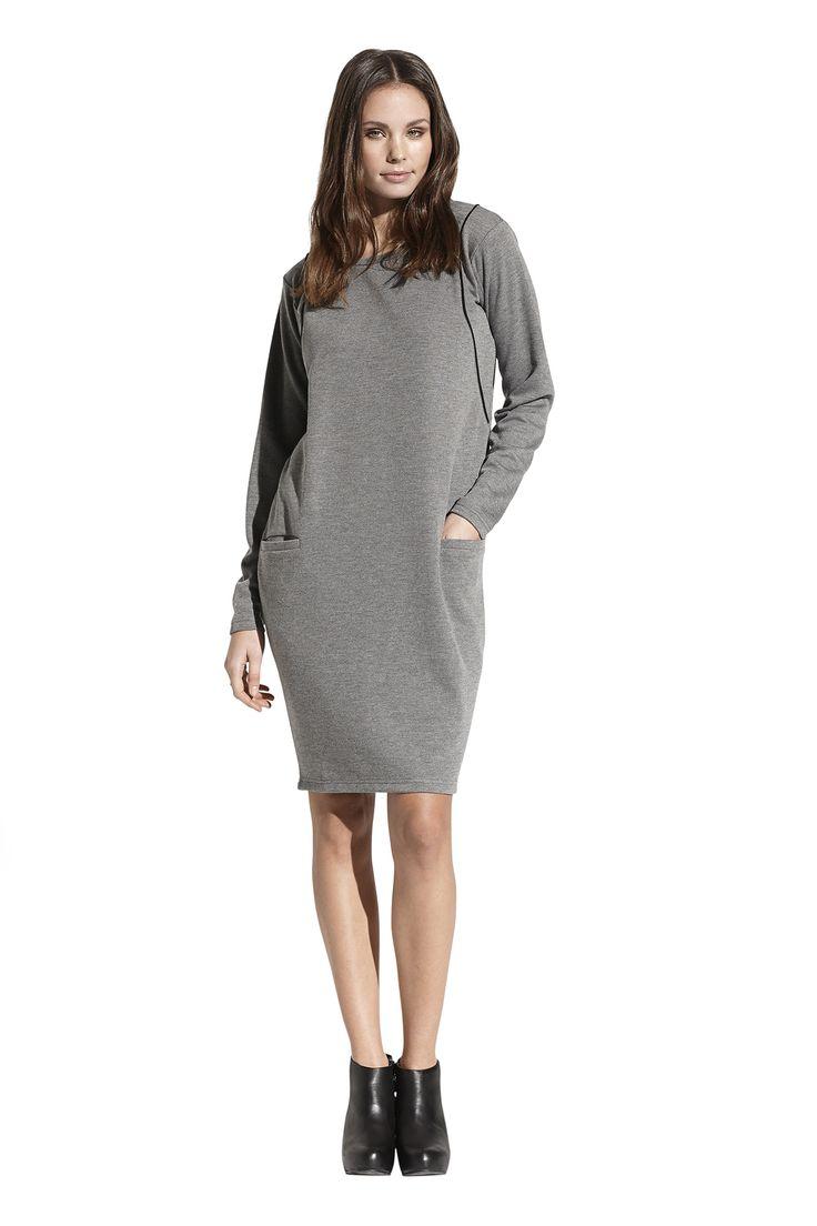 Fernanda jersey dress. Køb den på  http://www.blackswanfashion.dk/ Fernanda jersey dress. Buy it on http://www.blackswanfashion.com/#greyclothing #greydress #comfydress #perfectdress #jerseydress #sweatdress #minimalisticdress #classicaldress #simpledress #chicdress #gorgeousdress #stylishdress #femininedress #comfydress #shadesofgrey #blackpipingdress #abovekneelenghtdress #relaxdress #cosydress #nicedetaildress #pocketdress #longsleeveddress
