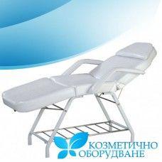 Козметично легло модел КС 242 Функции:  1. Удобно и стилно легло с модерен дизайн и висока функционалност. 2. Възглавницата може да бъде отстранявана. 3. Отвор за лицето. 4. Облегалката / поставка за краката може да се регулира до 80 градуса ръчно.  5. Леглото е разделено на три секции.  6. Плътна метална рамка