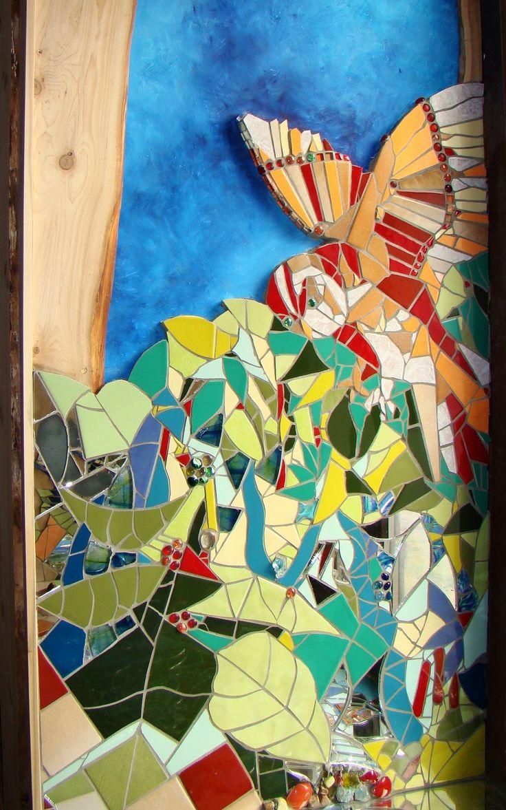 Mirjam Bijvank. De uil vliegt naar binnen! Dit is een détail van een muurmozaïek in een venster. Gecreëerd met tegels, glas en spiegels.
