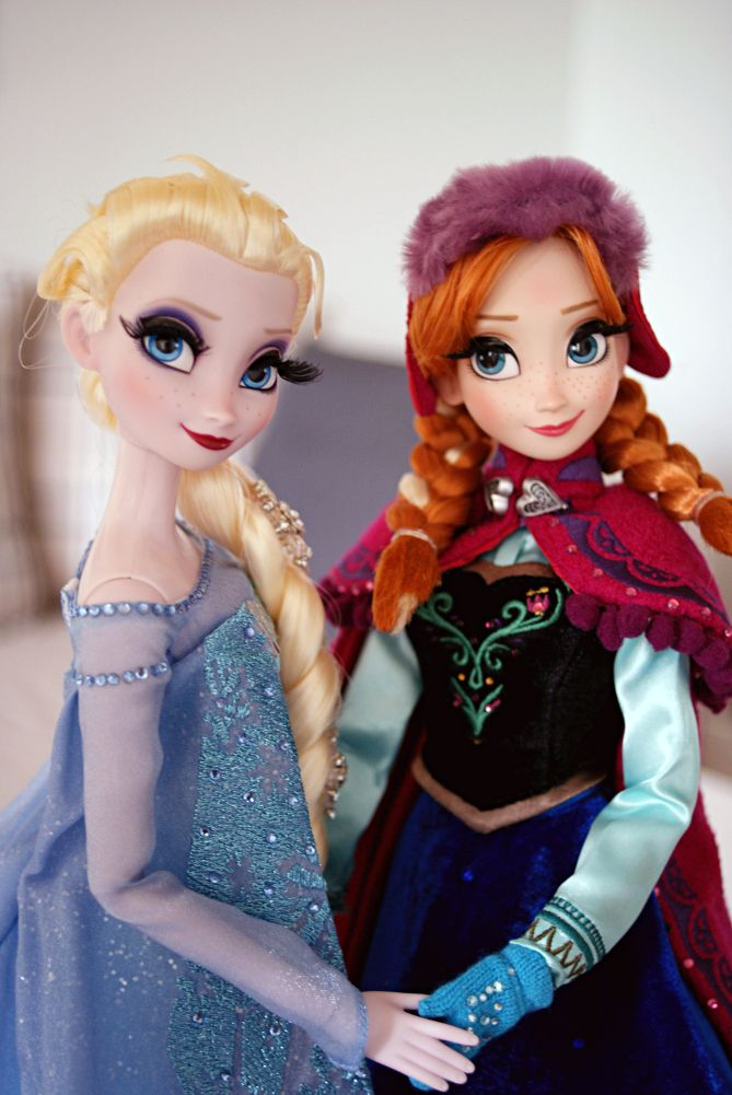 Disney Frozen Limited Edition Snow Queen Elsa & Snow Gear Anna - Disnerd dreams