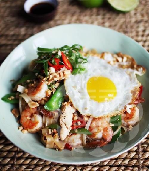 Chef Ching-He Huang's Thai style chicken and prawn Ho Fun noodle.