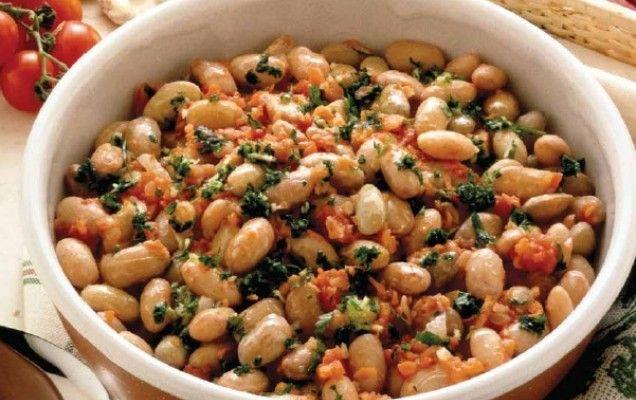 Φασόλια χάντρες με λαχανικά και μυρωδικά